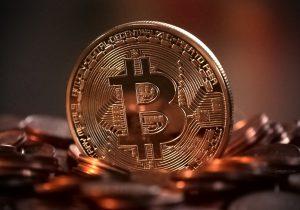 Virtuaalivaluutan tarjoajat rahanpesun estämisen valvonnan piiriin – Valvonta ei tuo virtuaalivaluuttoja sijoittajansuojan piiriin